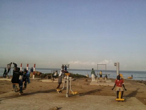 Sur la corniche ouest de Dakar, les dames évacuent le stress