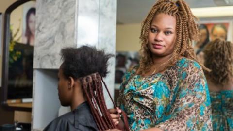 USA: Moi Aminata, tresseuse, on me demande de faire une licence pour faire des tresses sous peine d'amende !