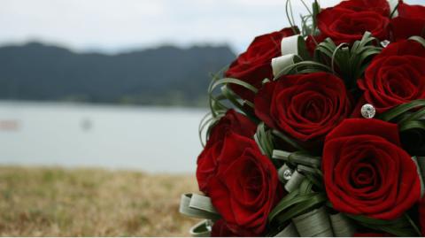 Apprenez en 8 étapes simples comment conserver vos fleurs fraîches plus longtemps !