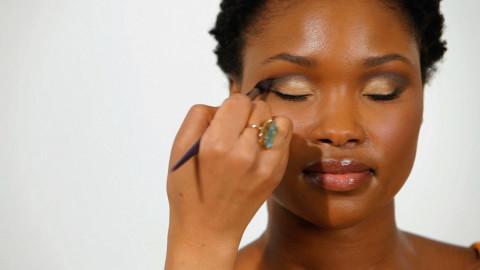 Maquillage de vos yeux : 5 astuces dont on ne vous à jamais parlé !