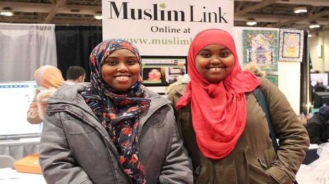 Islam : Mesdames, comment se comporter avec sa sœur en Allah  ?