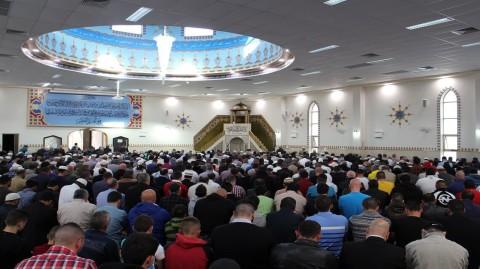 Attitudes à avoir ou éviter dans une mosquée