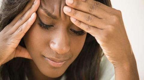 Une carence en cette vitamine provoque migraines et maux de tête. Voici comment y remédier