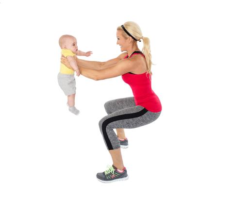Faites du sport avec bébé comme «assistant» – Découvrez Le Squat