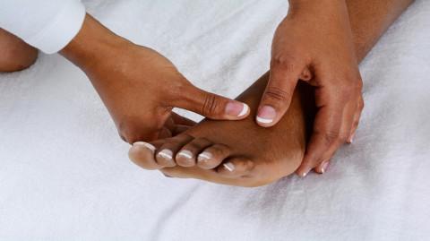 Se masser les pieds tous les soirs peut avoir des effets très étonnants…