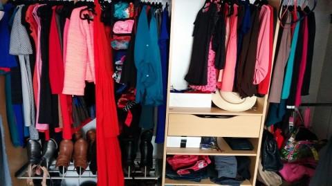 Maximisez l'espace dans votre armoire avec cette astuce…