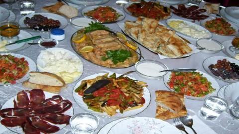 Les repas du Ramadan en trois étapes selon le nutritionniste
