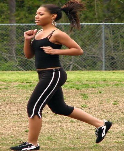 Pas assez de filles dans les disciplines sportives ? Une question de puberté et de sous-tif !