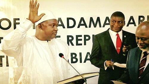 Le nouveau Président de la Gambie Adama Barrow a prêté serment