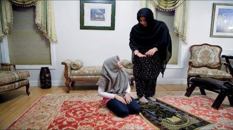 Comment une femme doit-elle acquérir ou dispenser le savoir en Islam ?