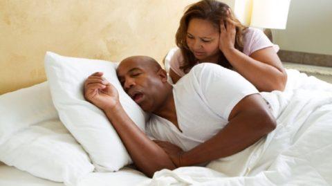 Mon mari a arrêté de ronfler, quand j'ai trouvé ce remède miraculeux !