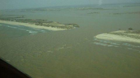 En 2003, catastrophe : l'état ouvre une brèche dans la langue de barbarie à Saint Louis