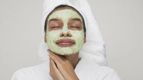Ce masque au persil va métamorphoser votre peau !