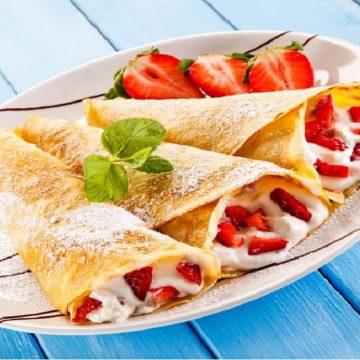 Goûter du dimanche - dégustez de succulentes crêpes aux fruits et à la crème chantilly !