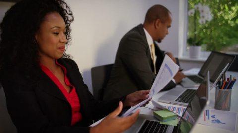 votre collègue vous intéresse ? 6 signes pour savoir si ca peut marcher