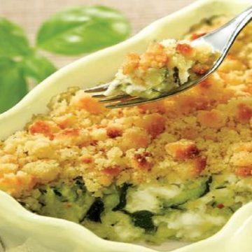 Mangez des légumes essayez le crumble de courgettes au fromage et fines herbes