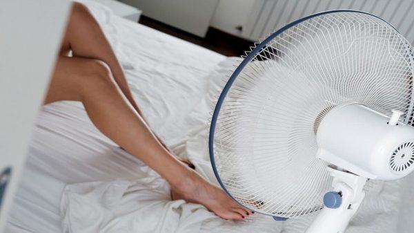 Pourquoi il faut éviter de dormir sous un ventilo